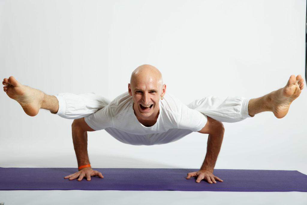 Антон Лисицкий, преподаватель йоги и йога-терапии в Санкт-Петербурге