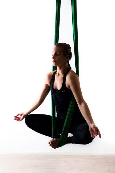 йога в гамаке