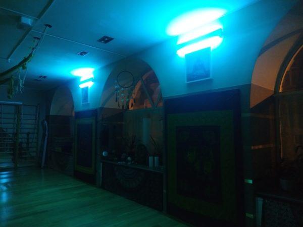 Бактерицидные уф-лампы в зале ТОТ йога-центра